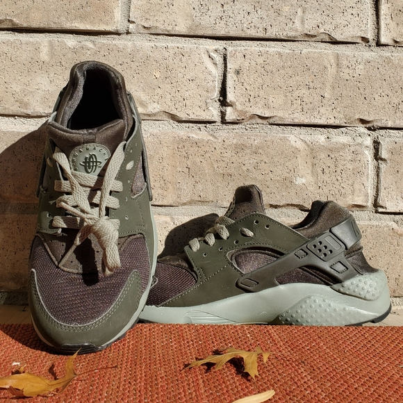 NIKE Air Huarache Shoes (Green)
